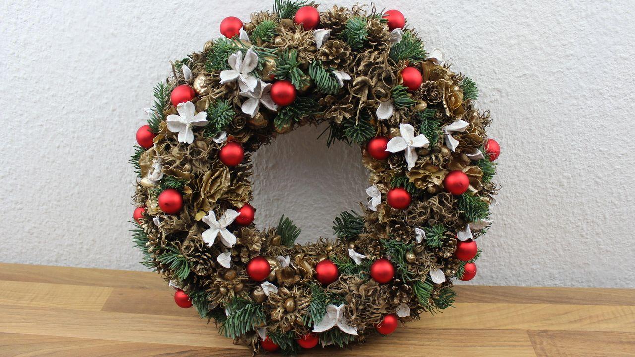 weihnachtsdekoration t rkranz wandkranz f r die adventszeit selber basteln advent. Black Bedroom Furniture Sets. Home Design Ideas