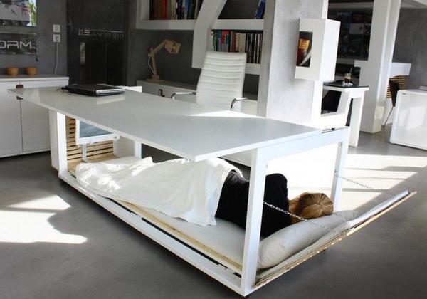 Faire la sieste au travail ce bureau lit pour être plus