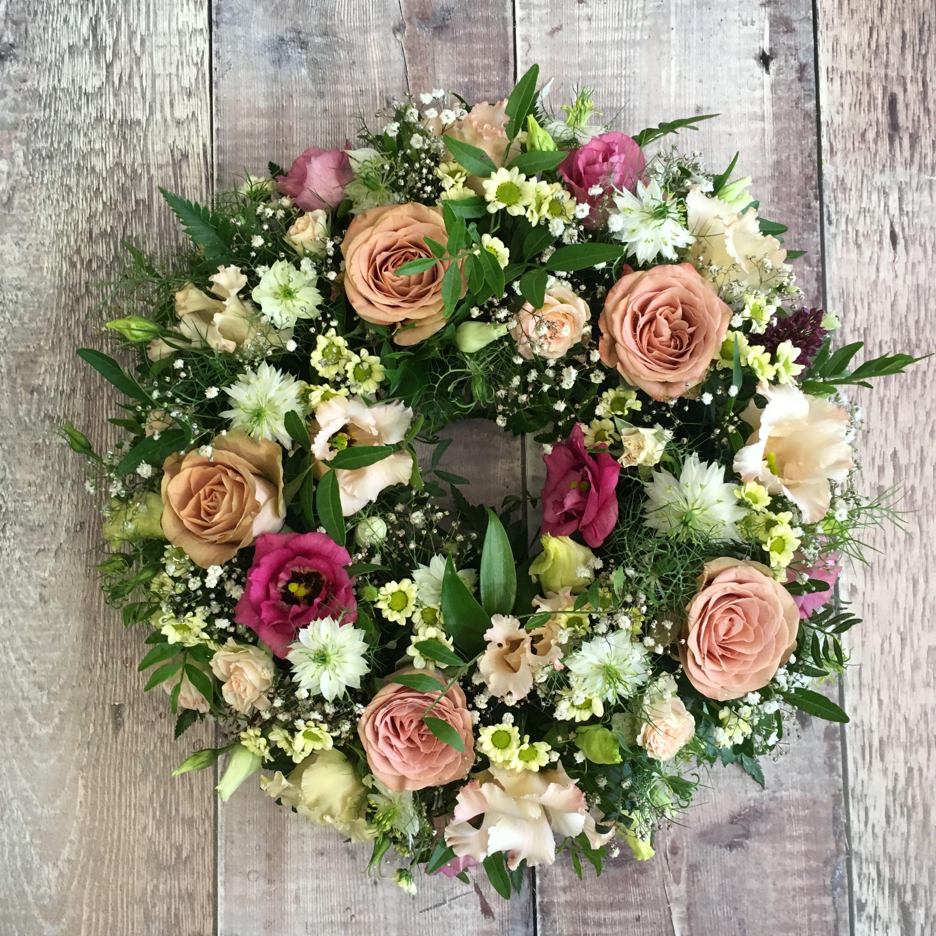 Wild Look Rose Wreath Ammiflowersdevizes Funeralflowers Wreath