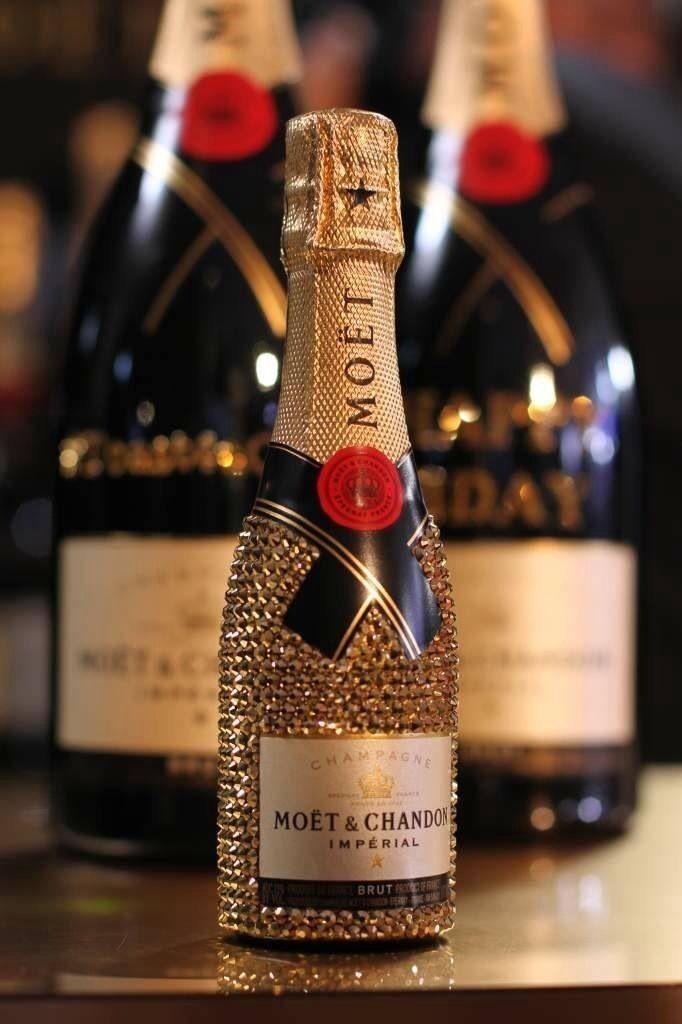 Pin By Anna Hirota On Tort Mechty In 2020 Bedazzled Liquor Bottles Bling Bottles Champagne Bottles