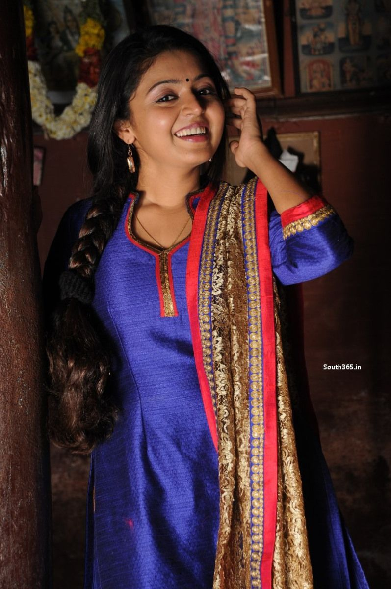 Jyothika traditional sari at shobi wedding saree blouse patterns - Romba Nallavan Da Nee Tamil Movie Hd Pictures 8