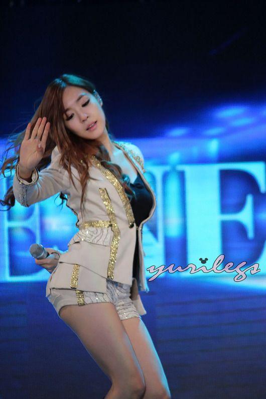 http://okpopgirls.rebzombie.com/wp-content/uploads/2012/11/SNSD-Tiffany-SBS-Kpop-Super-Concert-3-4.jpg