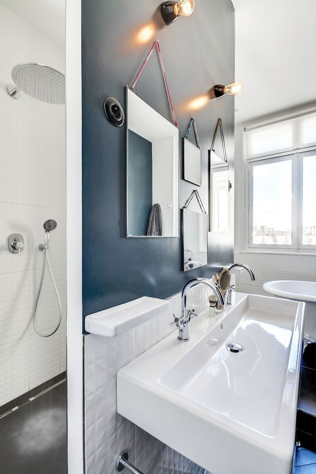bleu dans la salle de bains 10 inspirations d co inspiration d co par c t maison salle. Black Bedroom Furniture Sets. Home Design Ideas
