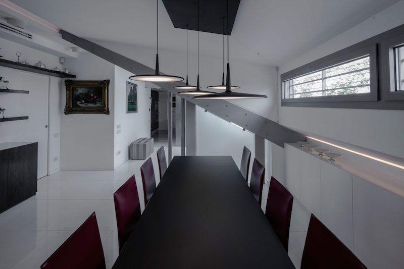 Intérieur de maison moderne- un duplex avec toit-terrasse et ...