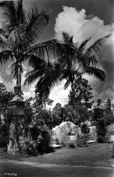 Alhambra Plaza. 1924 Aug 11.</p>  <p>William A. Fishbaugh, photographer.</p>  <p>Frank Button Collection, HistoryMiami, 1976-070-170.</p>