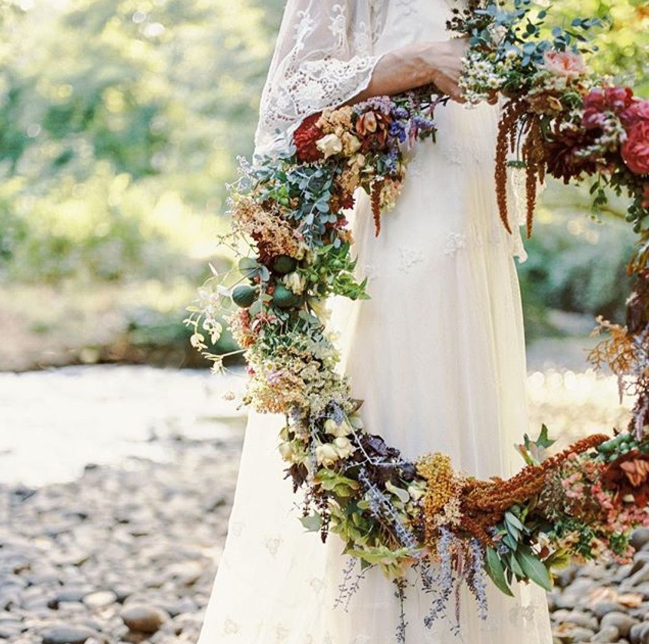 How utterly fabulous is this garland !! Boho meets rustic country ...