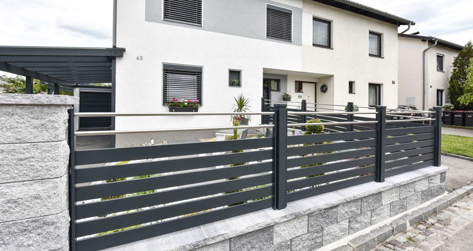 Moderner Zaun aus Alu mit Edelstahl-Streben #vorgartenanlegen