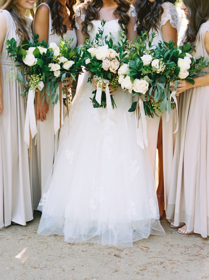 Neutral brdiesmaid dresses + neutral bouquets | fabmood.com #weddingbouquets #bridesmaiddresses #neutral