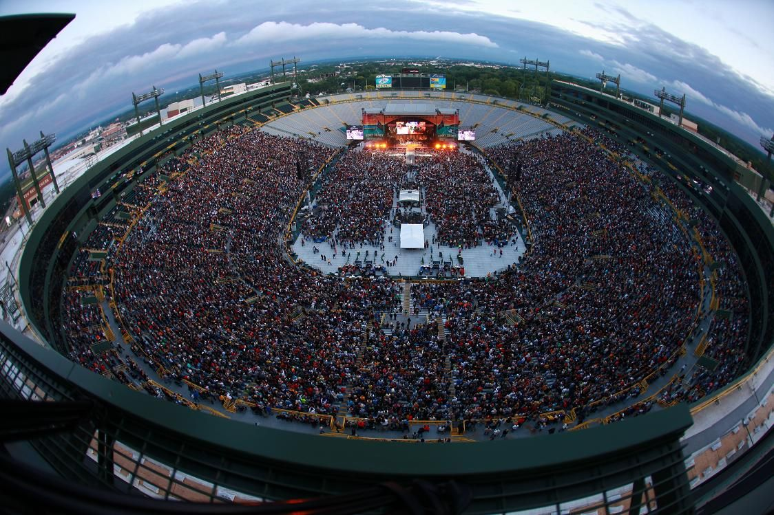 kenny chesney going coastal tour in green bay wi at lambeau field it was the