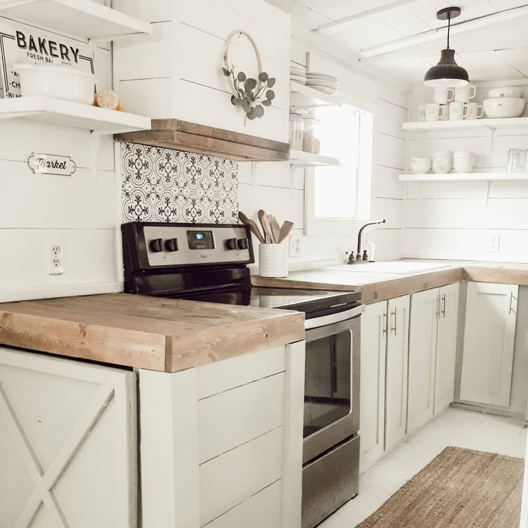 Shiplap Farmhouse Kitchen Farmhousekitchencountertops White Farmhouse Kitchen With In 2020 White Farmhouse Kitchens Farmhouse Kitchen Countertops Mosaic Tile Kitchen