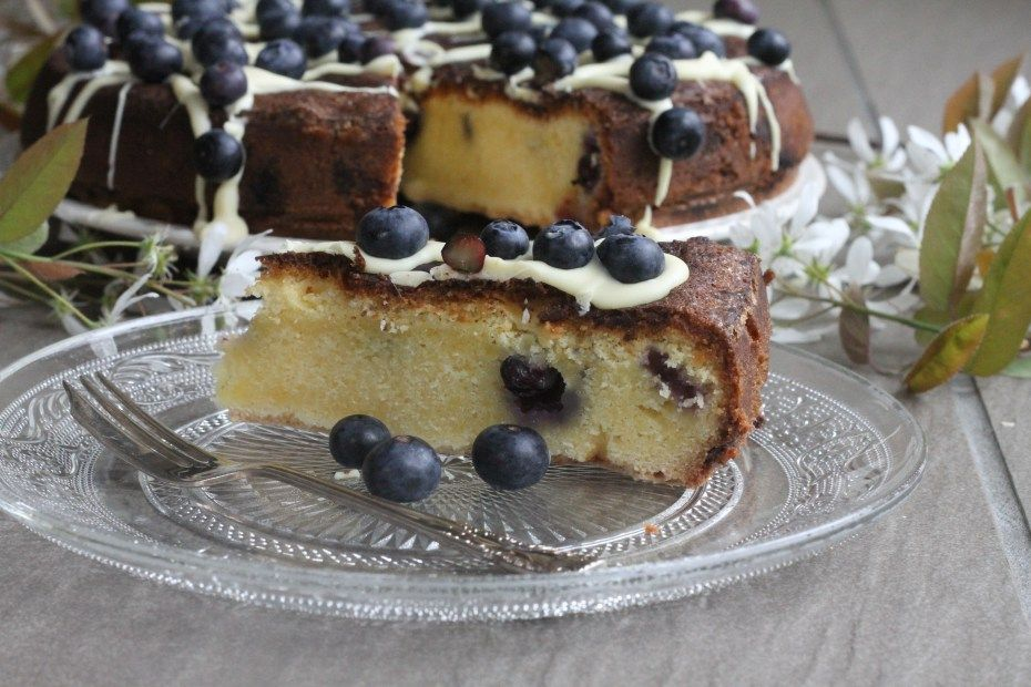 White Chocolate & Blueberry Blondie Cake - Mummy Mishaps