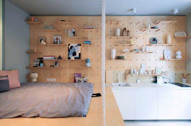 Kompakte Wohnung Praktisch Gestalten Mit Einer Lochplatte Aus Holz An Der Wand Wohnungsplanung Kleine Wohnung Wohnung
