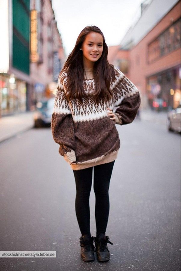 Ana wore this sweater and yoga pants on Christmas Eve making ...