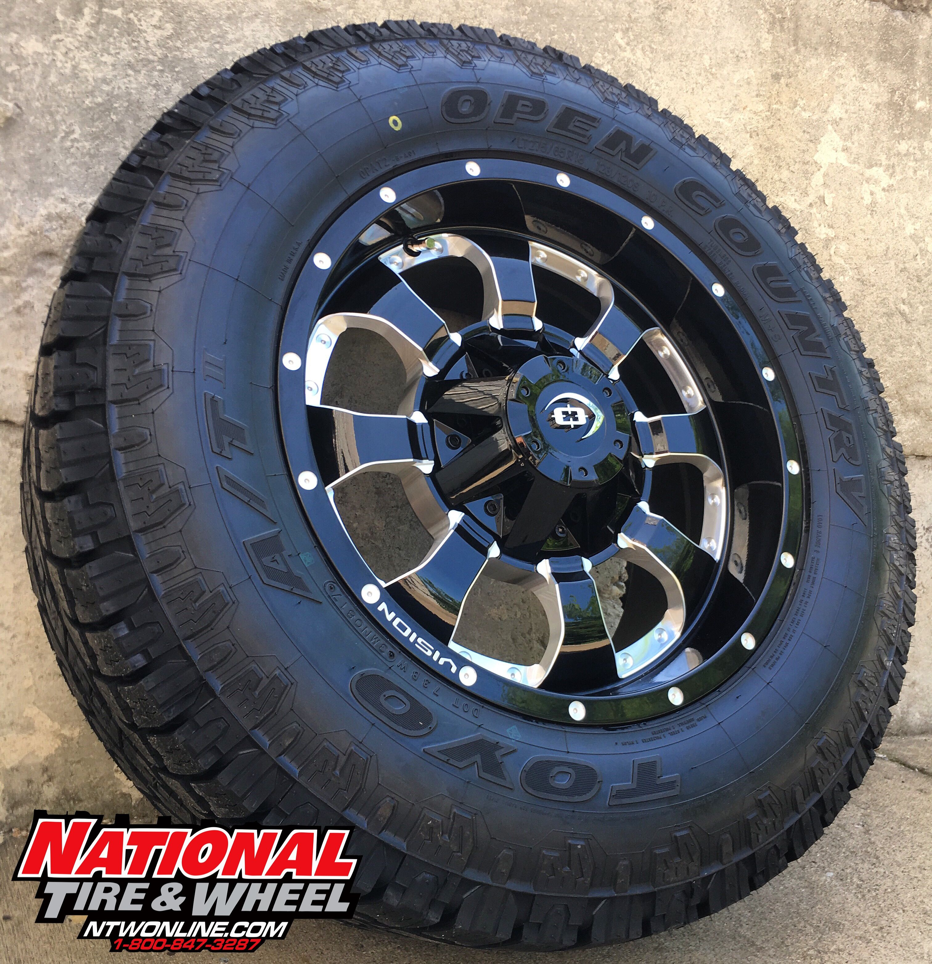 18X9 Vision Wheel Locker mounted up to a 275 65R18 Toyo Tires Ipen
