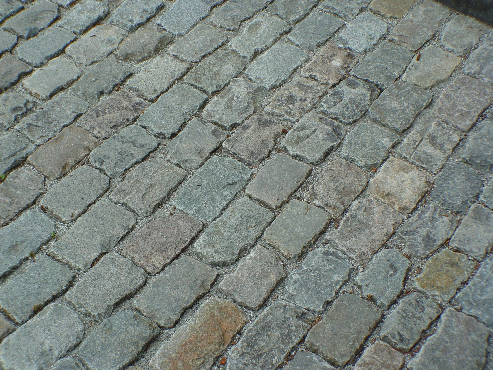 Granite Cobblestone Pavers : Permeable surface using natural stone paving cobblestone