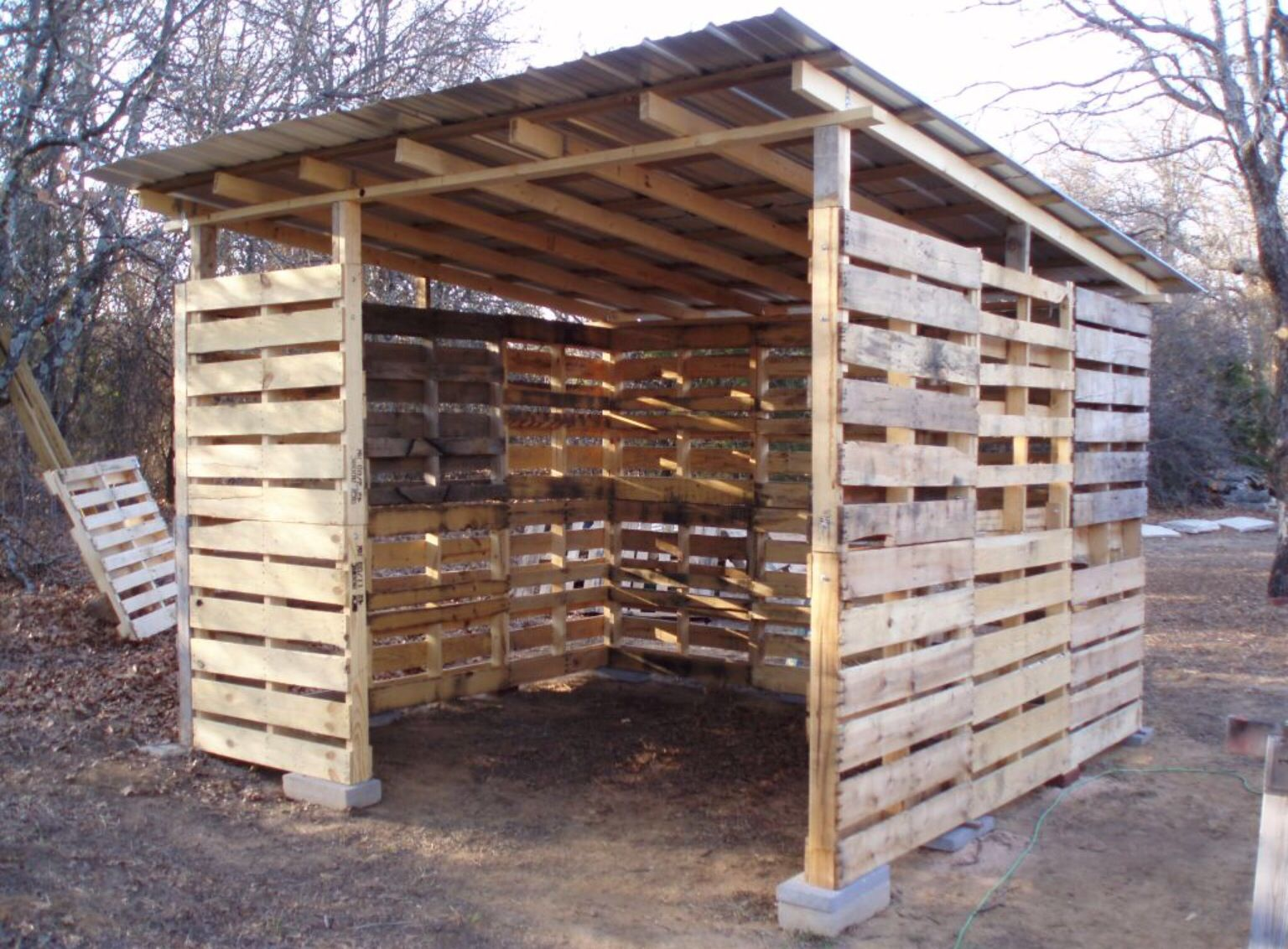 Cabanon Creation Avec Des Palettes Cabane Jardin Palettes Palette Bois