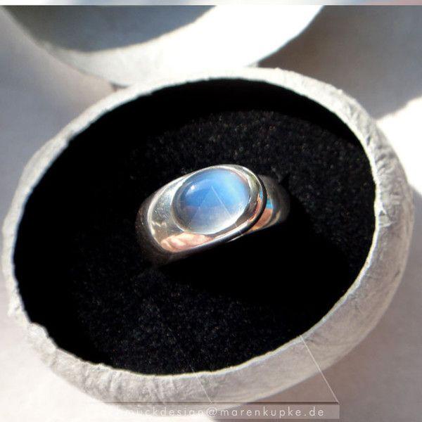 Hellblauer Ceylon Mondstein massives Silber Ring  von Schmuckdesign Maren Kupke auf DaWanda.com