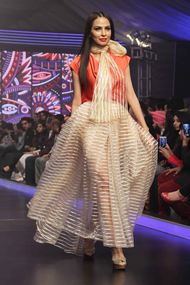 Pakistan dress fashion show