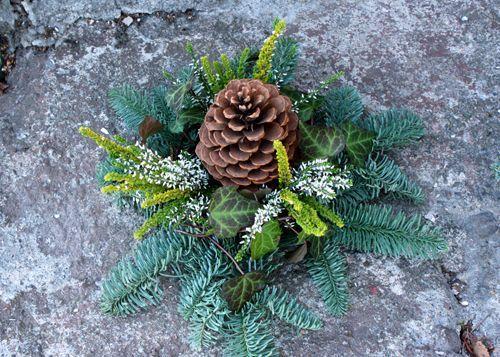 Grave decoration # outdoor Christmas decorations Grave ...