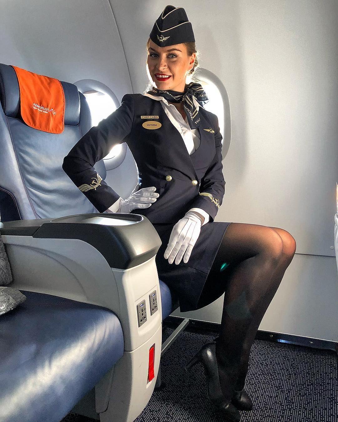 Секс в самолете пилот трахает стюардессу перед вылета