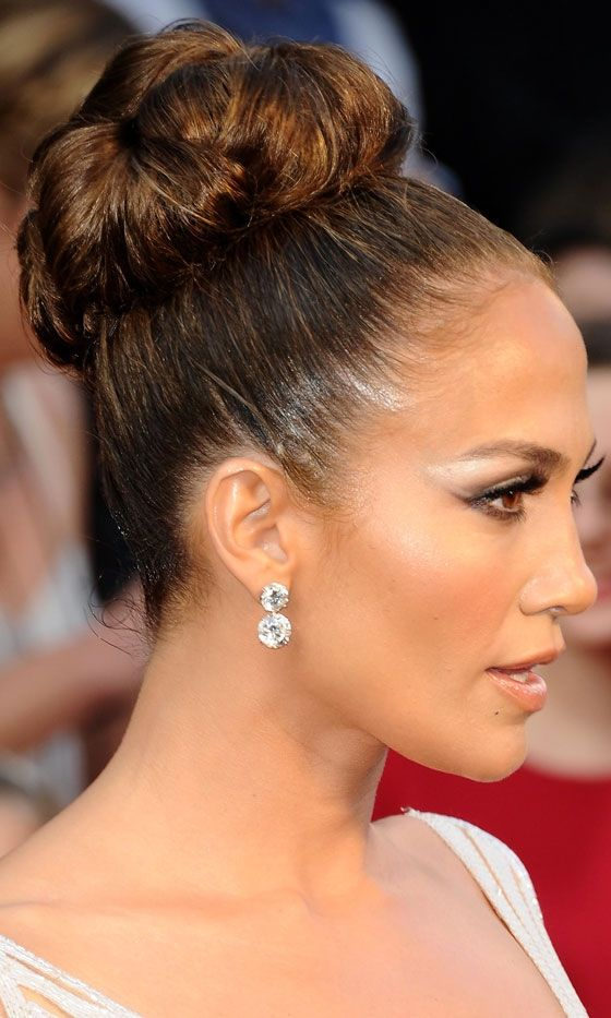 Hair Up Do Jennifer Lopez Wowed With This Updo Hairstyle At The Oscars 2017