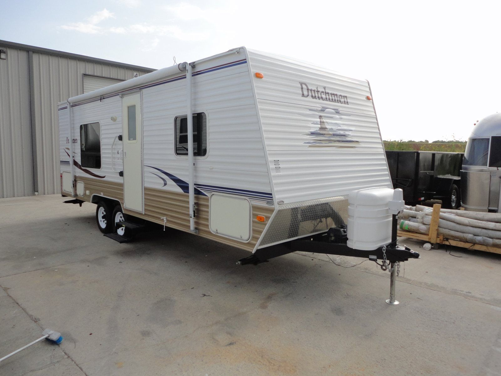 Here is a half ton towable 25ft family fun travel trailer that is sure to get you excited! This 2006 Dutchmen 25F is just what you need to take the family on that much anticipated family vacation this summer! Priced to sell at ONLY $8,995.00 see more at BudgetRVsOfTexas.com