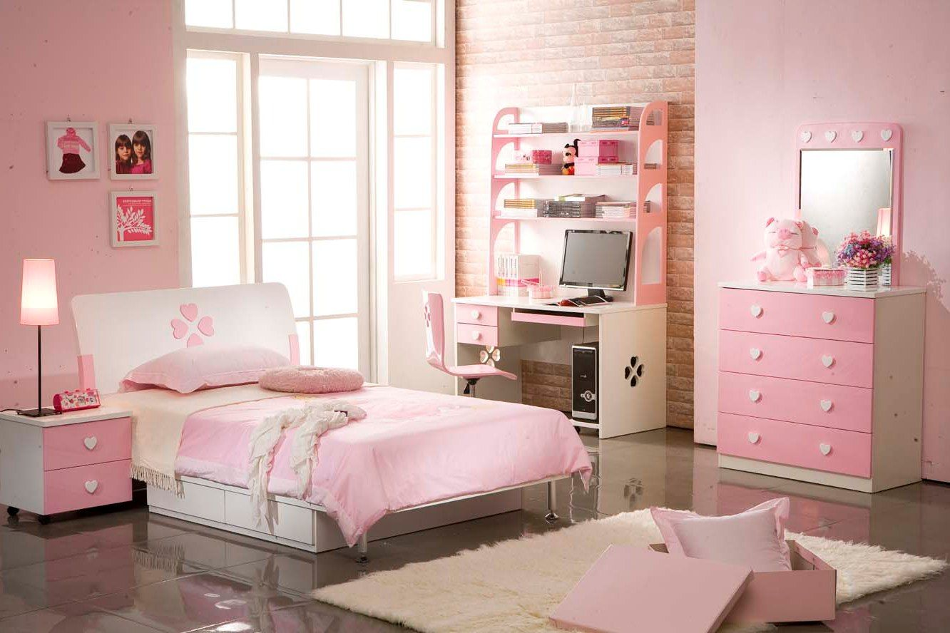 Small Elegant Age Pink Bedroom