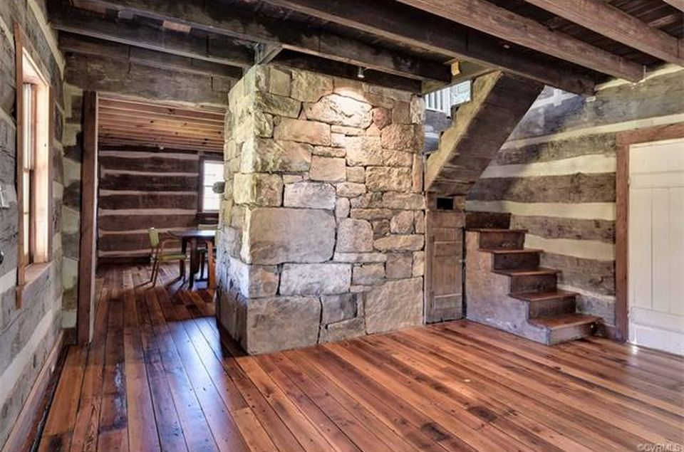 Beautifully Restored Log Cabin on More Than 30 Pristine