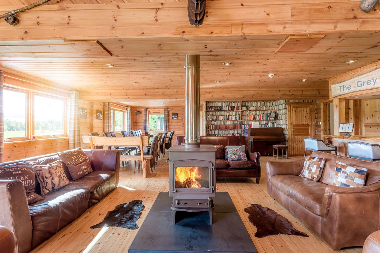 Luxury Self Catering Ski And Holiday Lodge Near Aviemore Scotland Of Huge Proportions That Can Comfortably Lodges With Hot Tubs Luxury Lodge Luxury Log Cabins