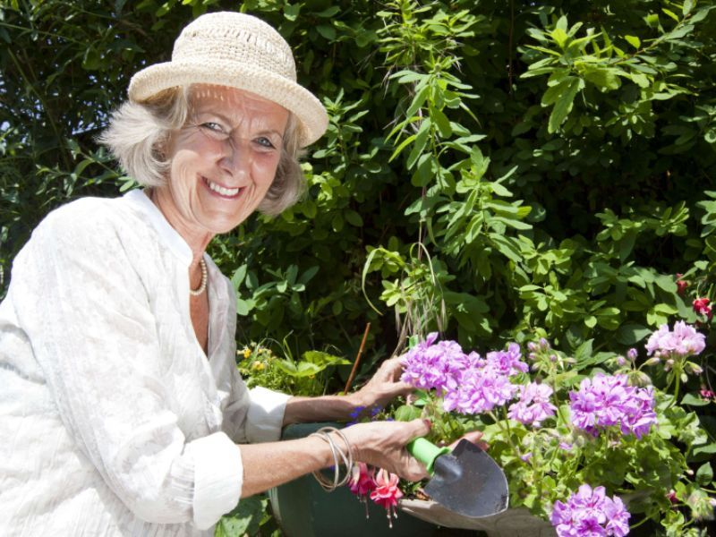 L'étude santé du jour : les personnes plus âgées sont plus heureuses - metronews https://t.co/0hHl6eNa2m https://t.co/C3iLmTQbWo
