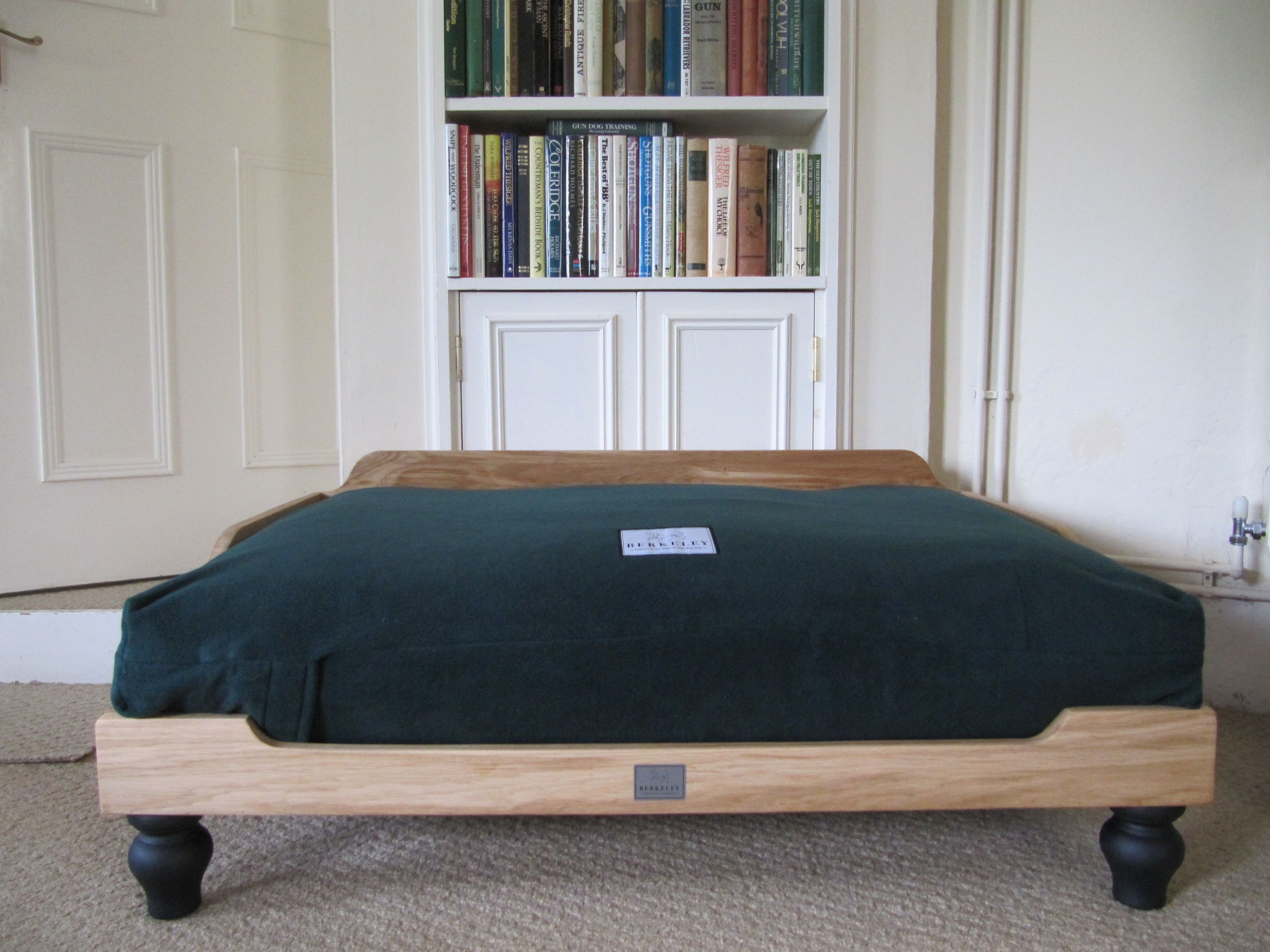 Berkeley Oak Frame Dog Bed With Waterproof Orthopaedic Mattress And Polar  Fleece Fabric Cover In Green