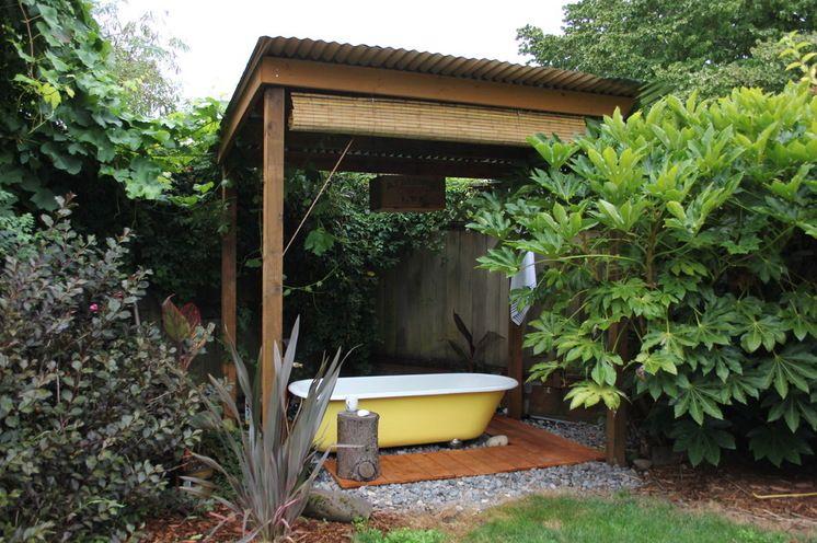 Bathe al fresco in a sunny yellow bathtub. What a cute addition to a private garden.