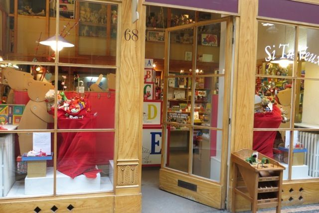 Si Tu Veux  Adorable Toys shop in beautiful gallery  68 Galerie Vivienne, 75002 Paris, France   Tel:+33 1 42 60 59 97   10:30 – 19:00  except Sunday  Metro/ Bus: Bourse