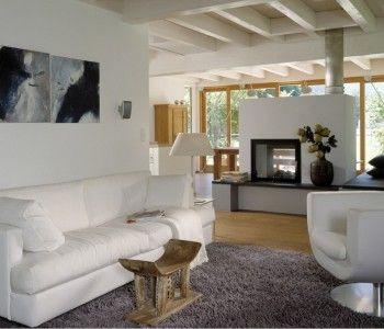 Ökohaus Schauer Baufritz Modernes Wohnzimmer mit Kamin, Weiß Holz ...