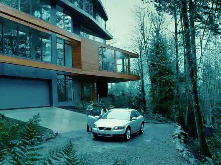 Is It Real Edward Cullen S Sleek Glass House In The Twilight Saga Twilight House Cullen House Twilight Twilight