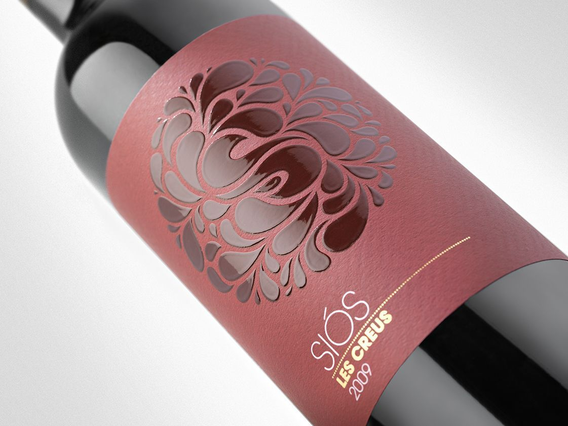 Wine Label Design With A Cool Effect Sios Wine Winenames Wine Bottle Design Wine Label Design Wine Label Packaging