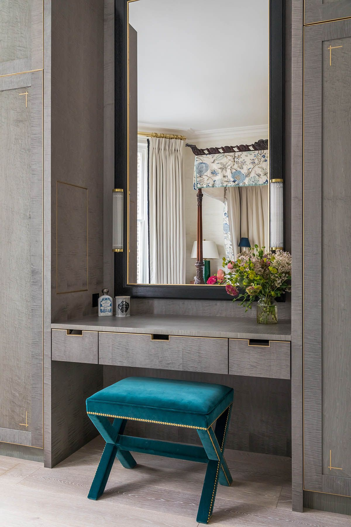 Dressing table, built in wardrobe, blue velvet dressing ...