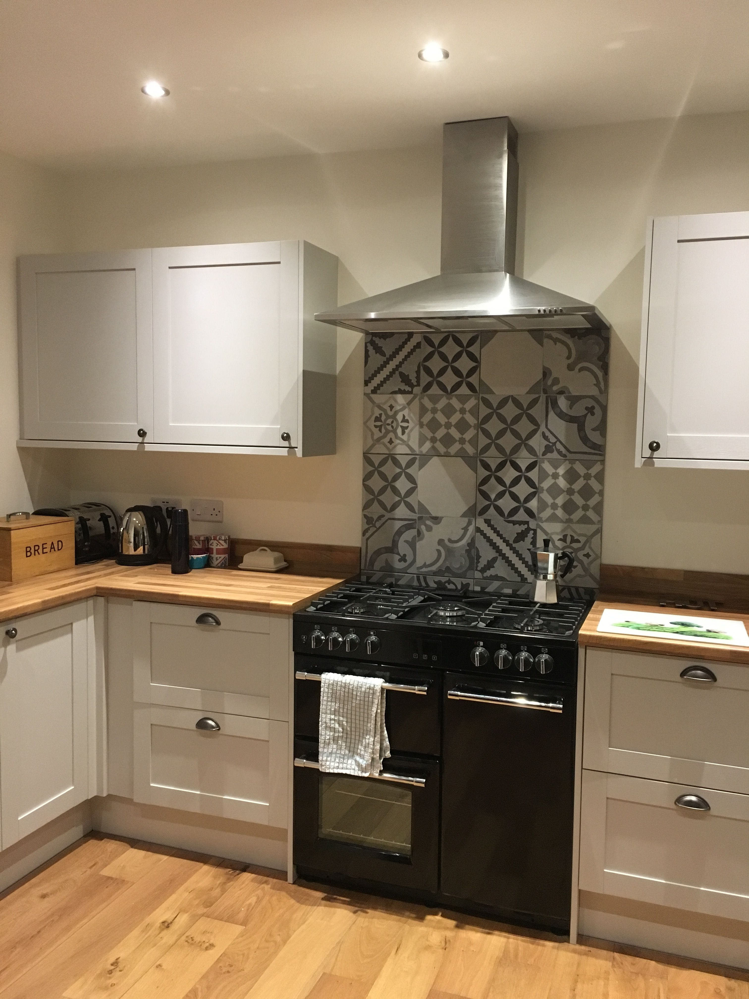 Best Howdens Allendale Dove Grey Kitchen With Belling Range 400 x 300