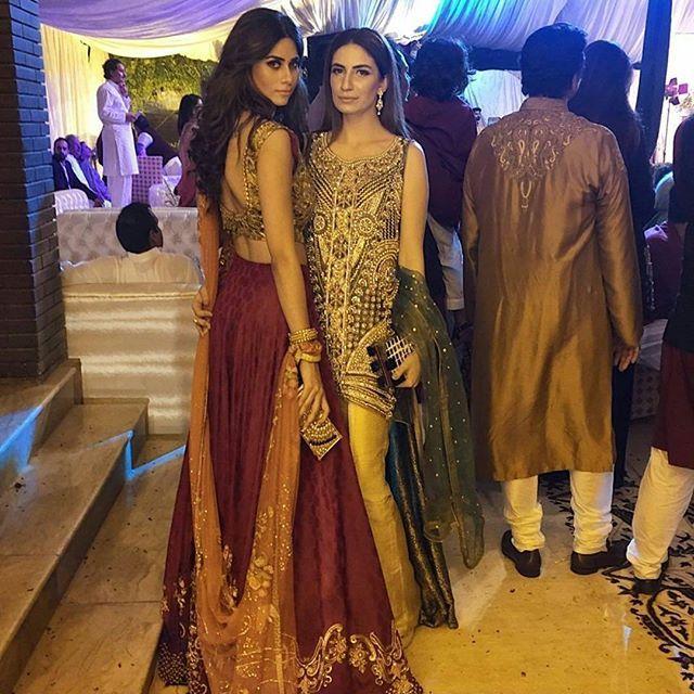 Huma khan and Jawariya at Aliha and Shanzer wedding #fashiondiaries #weddingwear #pakstylefile