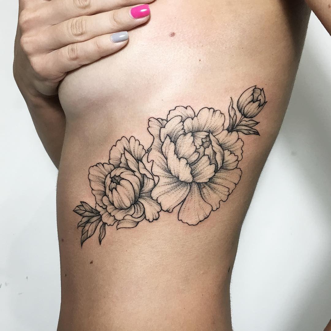 цветы татуировка под грудью татуировки татуировка цветы