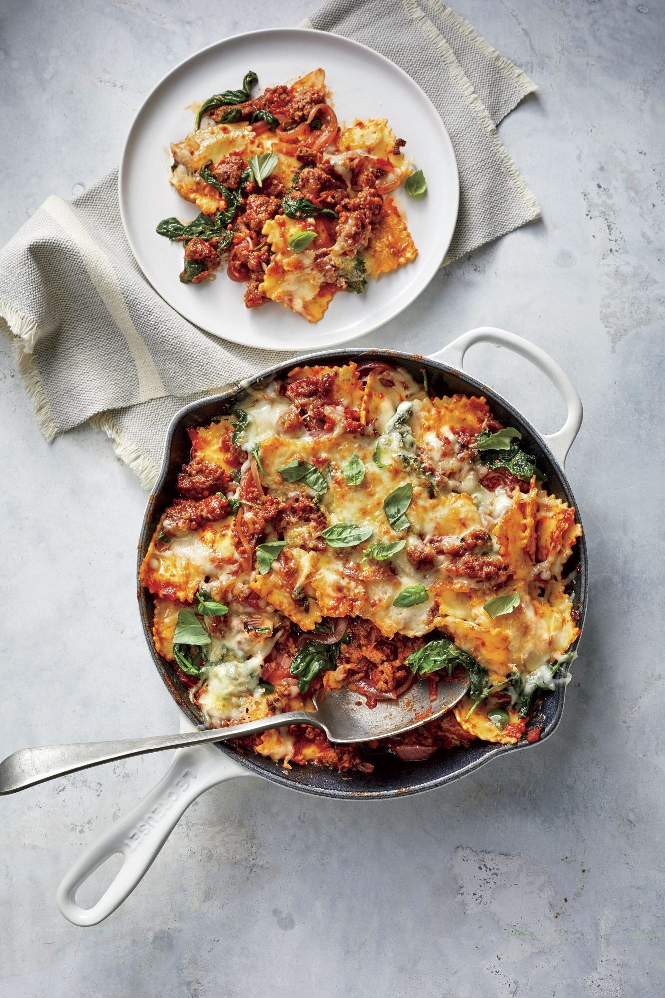 48 Spring Dinner Ideas The Whole Family Will Love In 2020 Dinner With Ground Beef Ravioli Bake Beef Dinner