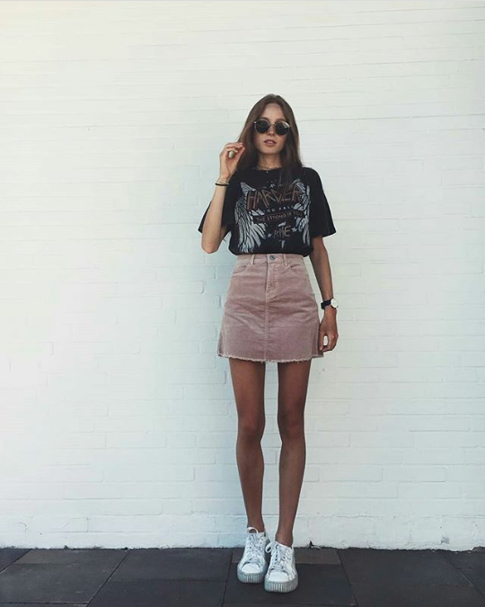 6e8f8d9d0f9 love the skirt and t-shirt combo