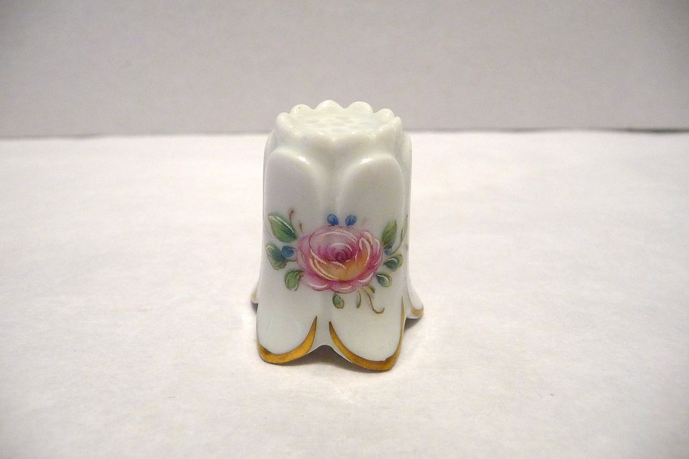 THIMBLE LINDNER HANDARBEIT PORZELLAN W GERMANY  PINK ROSES BEAUTY!!!