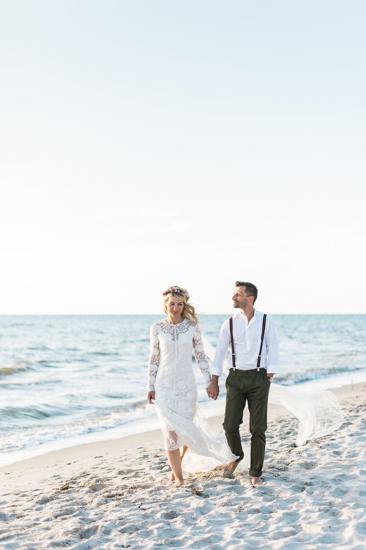 Die Hochzeitsfotografen Angelika Und Artur Ostsee Elopement Im Boho Stil Lieschen Heiratet Hochzeitsfoto Strand Fotos Hochzeit Hochzeit Fotografieren