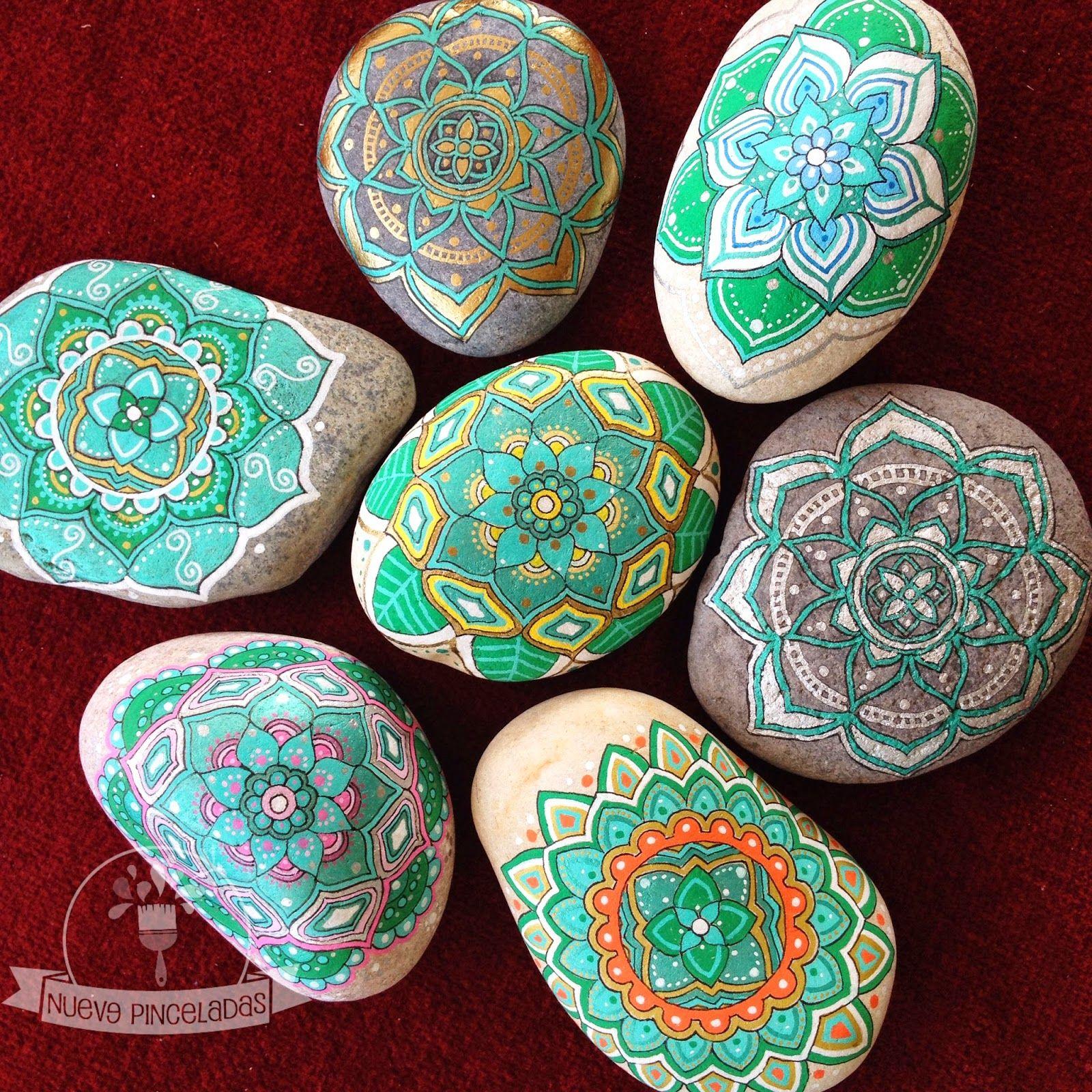 Nueve Pinceladas Piedras Y Mandalas O Mandalas Y Piedras Rocas Pintadas Con Mandalas Piedras Piedras Pintadas A Mano