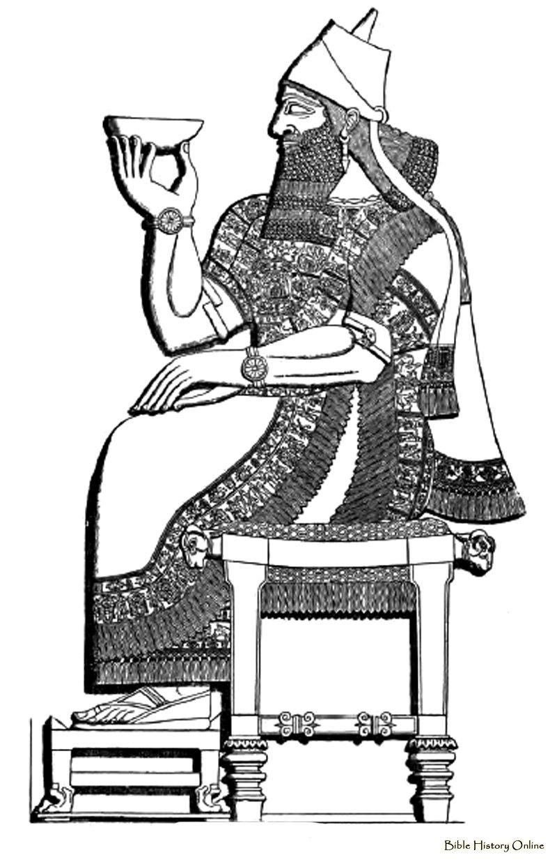 Assyrian period (1000-600 BC): Heavily adorned Tunics