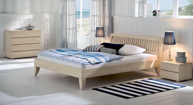 Massivholzbetten design  Massivholzbett mit schönem Sprossenkopfteil. | Betten.de http ...