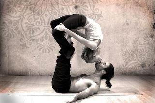 couples yoga kiss @Tanya Cowley i thought of you cause you pinned one like this the other day.
