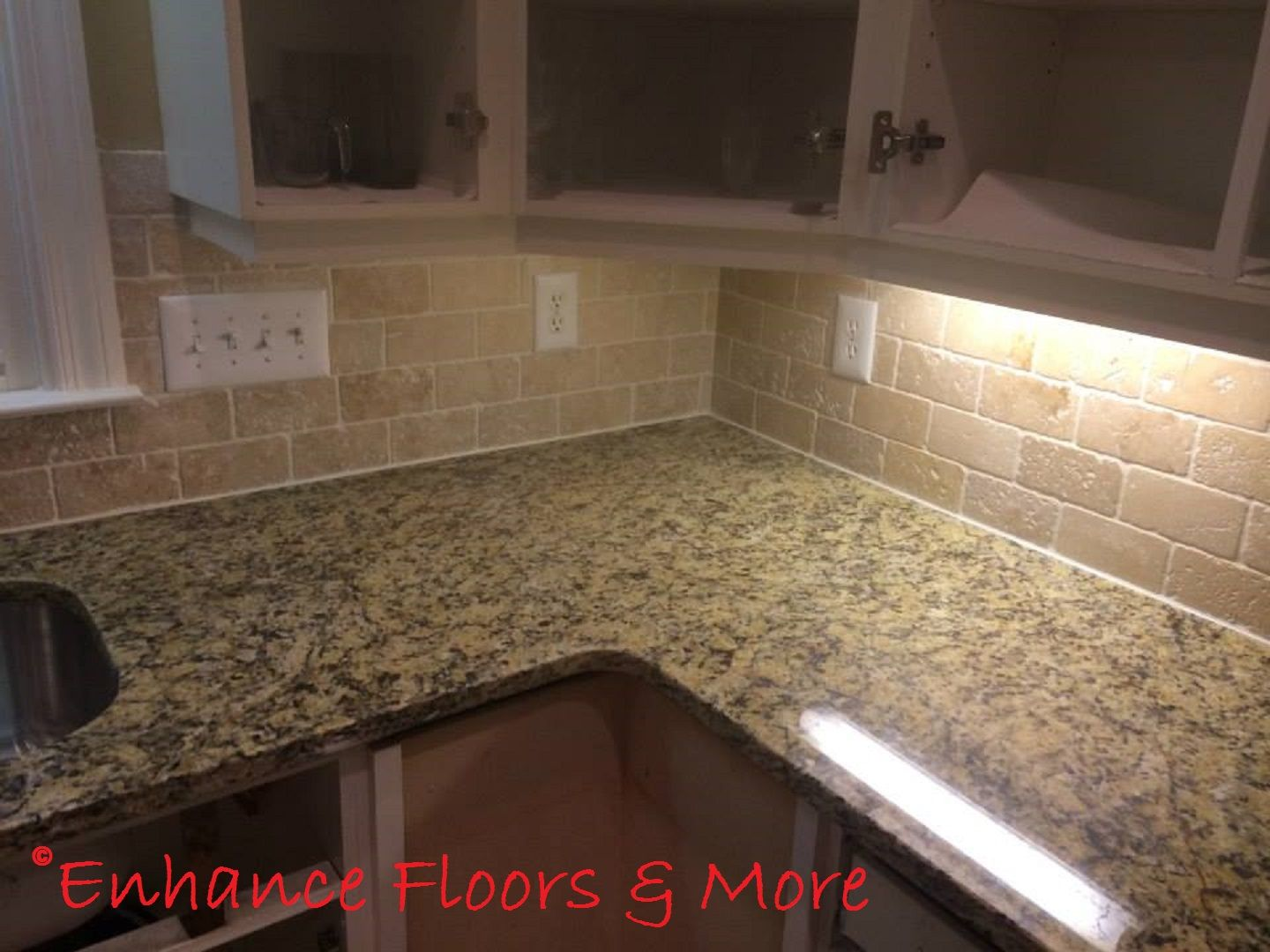 - New Venetian Gold Granite Countertop With Tumblestone Backsplash