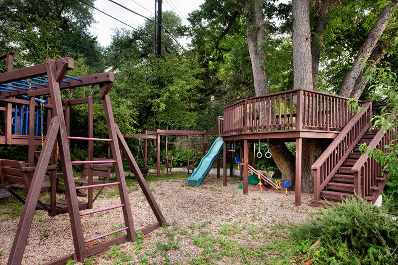 take a glimpse in the following images of 12 backyard childrens play area for your little